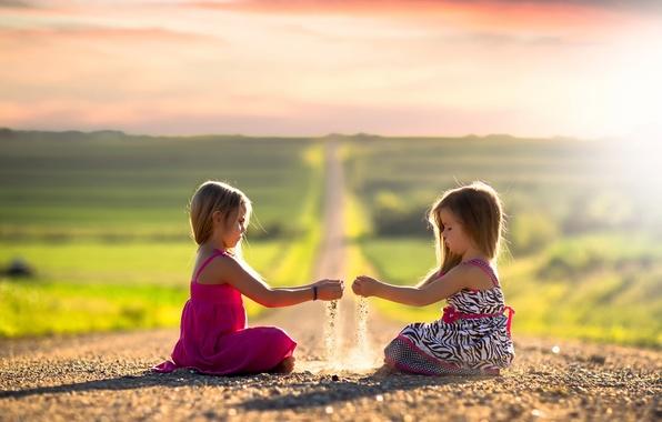 Фото обои дорога, солнце, дети, девочки, простор