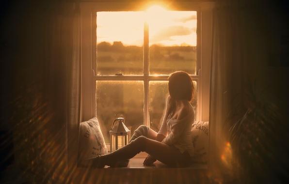 Картинка девушка, подушки, окно, ножки, Natural touch