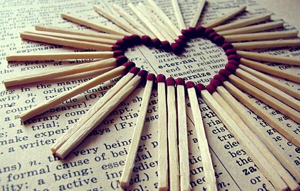 Фото обои спички, газета, Серце