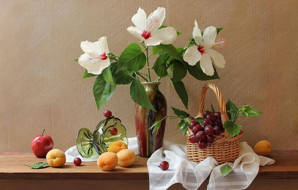 Картинка цветы, яблоко, виноград, ваза, натюрморт, корзинка, абрикосы, гибискус