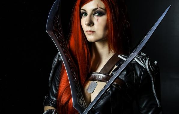 Картинка green eyes, pirate, redhead, cosplay, look, swords