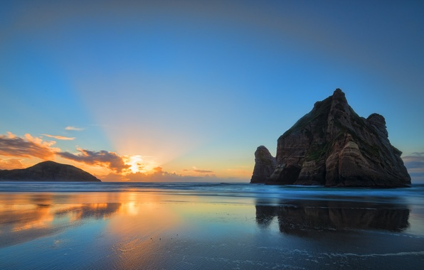 Картинка пляж, восход, скалы, оранжевые облака