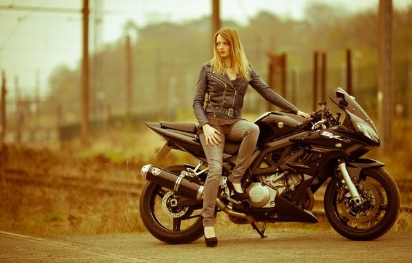 Картинка девушка, фон, мотоцикл
