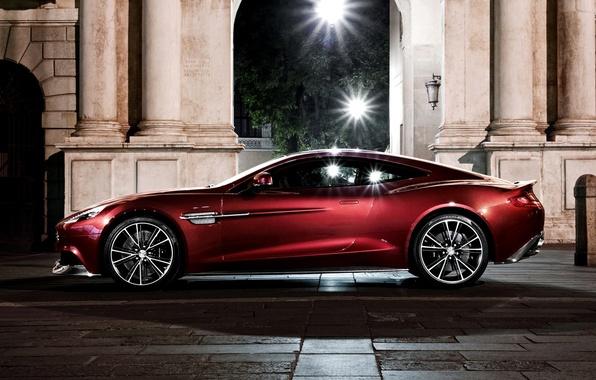 Картинка Aston Martin, Ночь, Машина, Свет, Фонари, Light, Car, Автомобиль, Стоит, Night, Wallpapers, Астон Мартин, Обоя, …