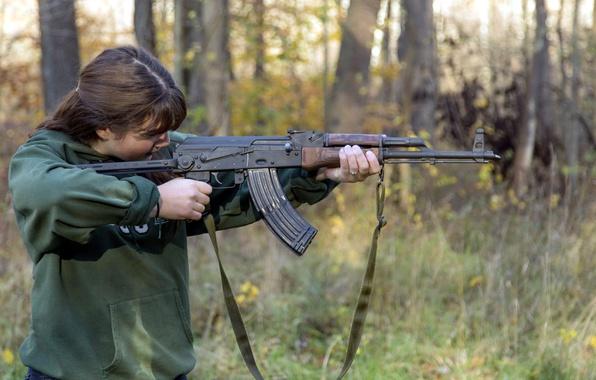 Картинка девушка, оружие, автомат, АК-47