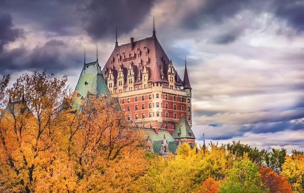 Картинка осень, небо, облака, деревья, город, краски, Канада, Квебек, Шато-Фронтенак, замок Фронтенак