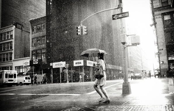 Картинка девушка, city, город, одиночество, дождь, пасмурно, женщина, черно-белое, girl, погода, мегаполис, rain, woman, black-and-white, loneliness, …