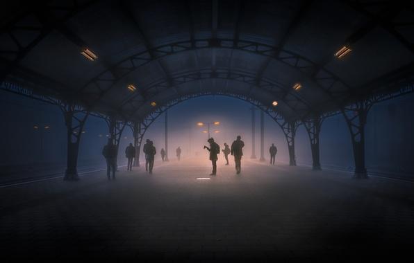 Картинка свет, туман, люди, станция, фонарь, Тишина, меланхолия