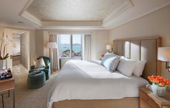 Картинка белый, цветы, дизайн, стиль, лампы, комната, кровать, интерьер, светлый, кресло, подушки, окно, тюльпаны, спальня, бежевый, …