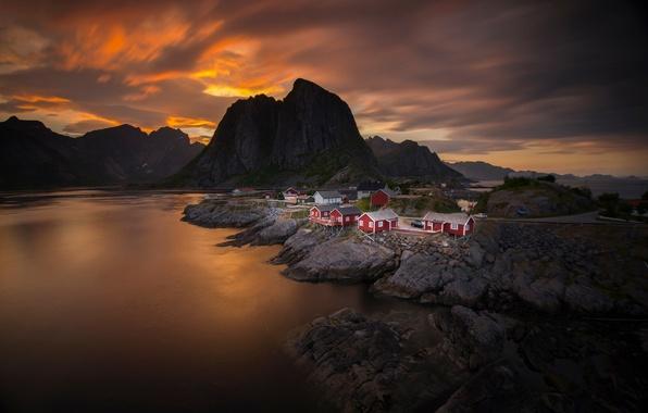 Картинка море, небо, облака, закат, горы, дома, вечер, Норвегия, поселок