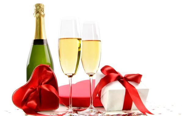 Картинка вино, бокал, бутылка, подарки, сердечки, красные, белый фон, бантики, шампанское, ленточки, коробочки, день святого Валентина
