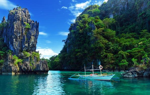 Фото обои море, деревья, скалы, лодка, природа