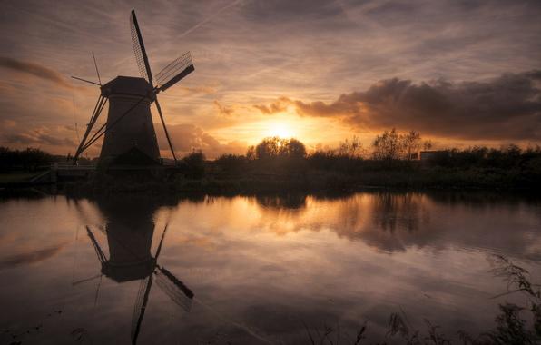 Картинка небо, солнце, облака, закат, река, мельница