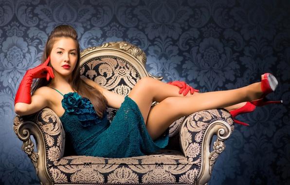 Картинка взгляд, девушка, лицо, поза, волосы, кресло, макияж, платье, каблуки, красные перчатки, красные туфли