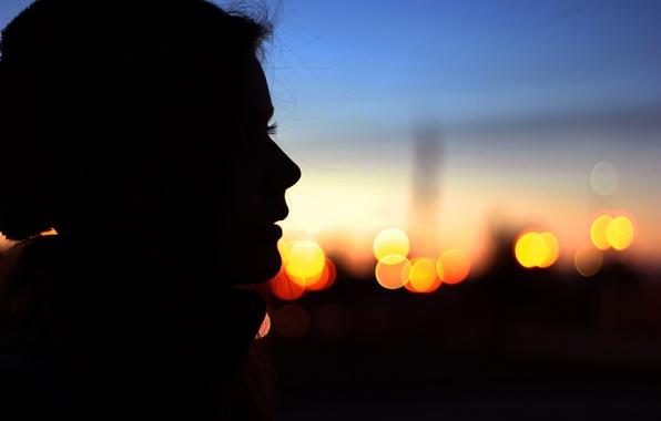 Картинка глаза, девушка, лицо, огни, фон, widescreen, обои, настроения, вечер, силуэт, профиль, wallpaper, широкоформатные, background, боке, …