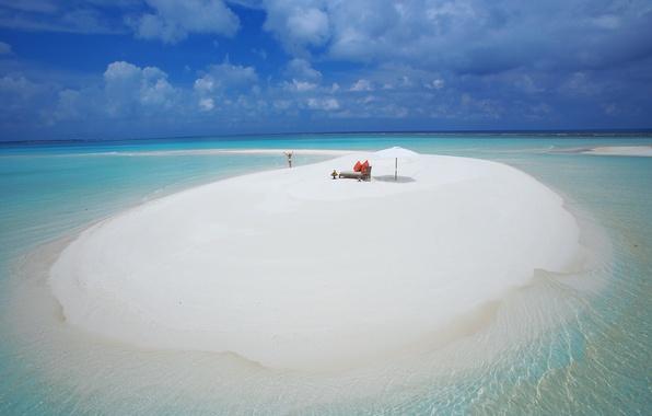 Картинка песок, пляж, вода, девушка, облака, фон, океан, widescreen, обои, wallpaper, girl, мальдивы, beach, ocean, широкоформатные, …