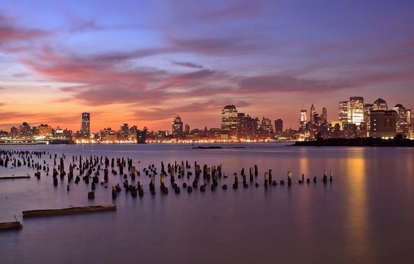Картинка небо, облака, закат, оранжевый, огни, река, небоскребы, вечер, подсветка, USA, США, столбики, деревянные, New Jersey, …