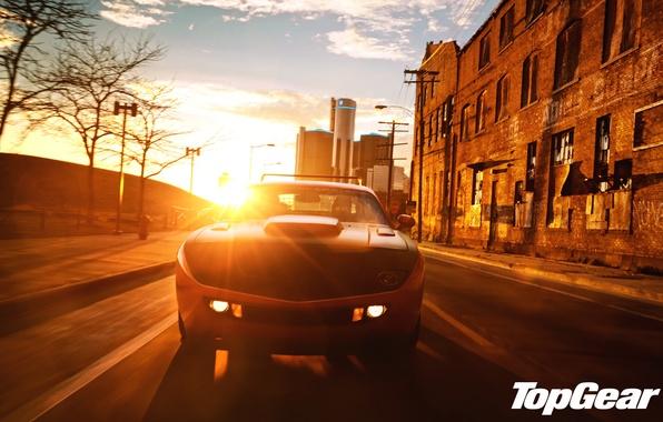 Картинка небо, закат, оранжевый, город, тюнинг, Top Gear, Dodge, Challenger, мускул кар, tuning, передок, самая лучшая ...