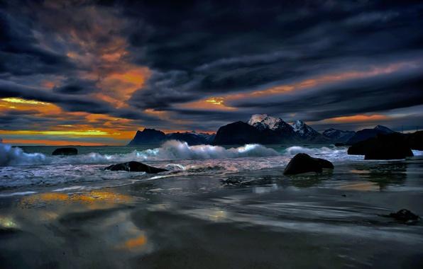 Картинка море, облака, пейзаж, тучи, камни, скалы, берег, вечер, Норвегия, зарево, Лофотенские острова