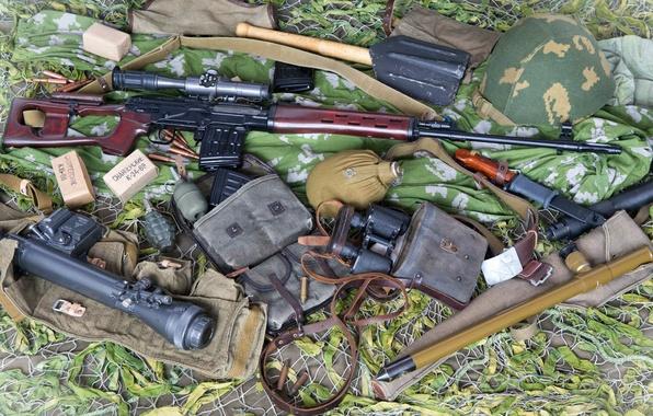 Фото обои СВД, патроны, каска, штык нож, граната, 62-мм, Снайперская винтовка Драгунова, бинокль, прицел