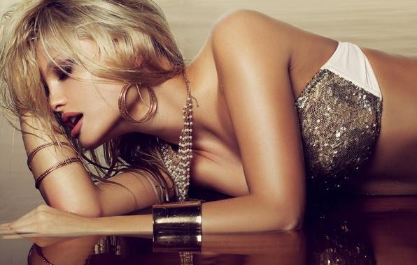 Картинка вода, девушка, украшения, блондинка
