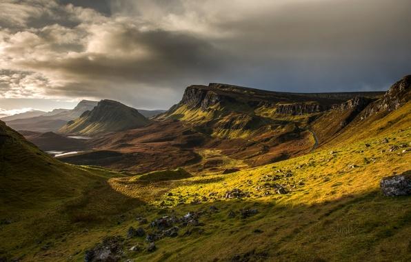 Картинка небо, трава, горы, тучи, камни, склон