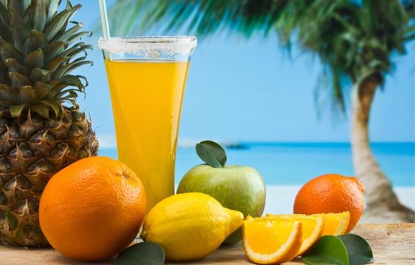 Картинка песок, море, небо, пальма, лимон, бокал, яблоко, апельсин, сок, трубочка, фрукты, ананас, аппетитно