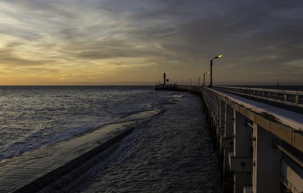 Картинка море, огни, маяк, вечер, фонари, пирс, сумерки