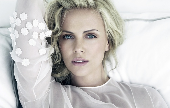 Картинка взгляд, девушка, лицо, фон, Charlize Theron, волосы, актриса, губы, красотка, Шарлиз Терон