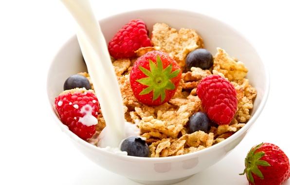 Картинка малина, еда, завтрак, молоко, черника, клубника, фрукты, fruit, кукурузные хлопья, breakfast, milk, blueberries, strawberries, raspberries, …