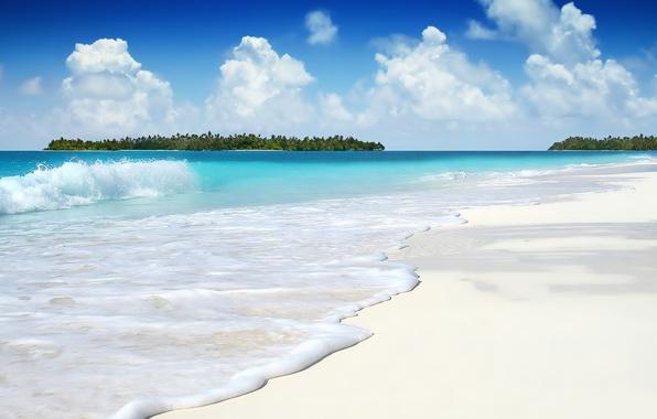 Картинка песок, белый, небо, океан, волна, остров, Облака, лазурь, морская пена