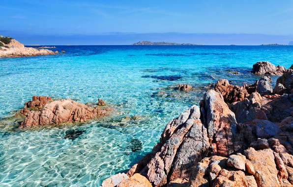 Картинка море, небо, прозрачность, камни, скалы, бухта, горизонт