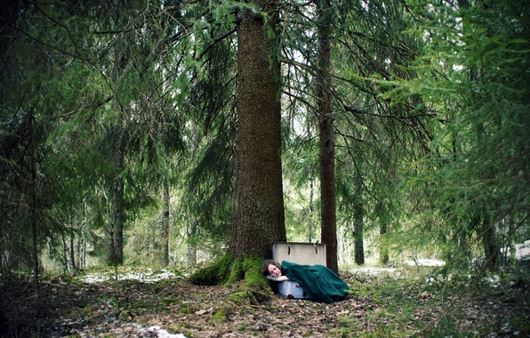 Картинка лес, девушка, ситуация, чемодан