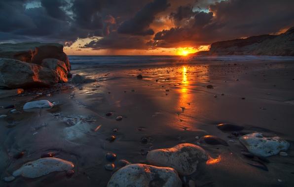 Картинка песок, волны, небо, вода, солнце, облака, пейзаж, природа, отражение, восход, камни, океан, рассвет, краски, берег, …