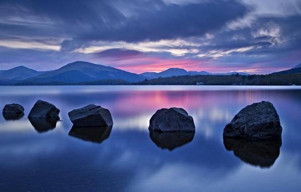 Фото обои вечер, озеро, горы, облака, небо, камни