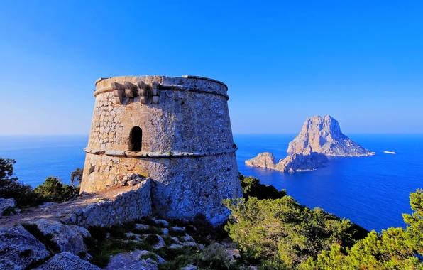 Картинка море, небо, острова, скала, камни, голубое, башня, горизонт, крепость, Испания, кусты, Spain, Ibiza, Ибица, Balearic …