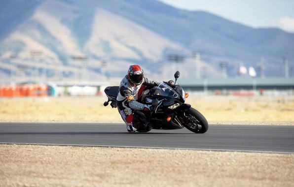 Картинка дорога, машина, спорт, мотоцикл, гонки, байк, moto, auto