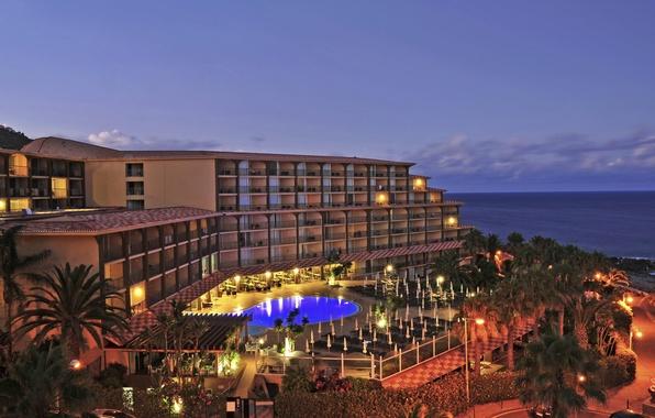 Картинка море, огни, пальмы, побережье, вечер, бассейн, отель, Португалия, Oasis, Madeira