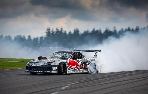 Картинка дорога, гонка, дым, занос, дрифт, Mazda, трек, Red Bull, дрифтинг, Rx7, спрот