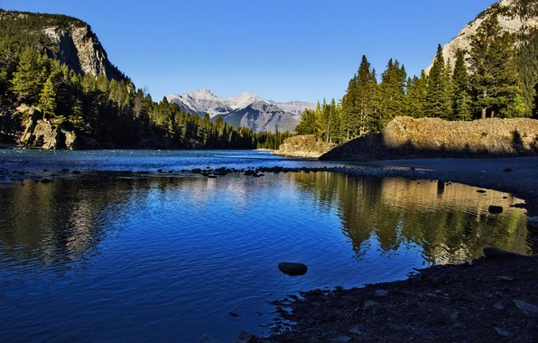 Картинка лес, небо, солнце, деревья, горы, озеро, скалы, берег, Канада, Banff National Park, Canada, Банф