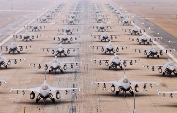 Картинка Самолет, Самолеты, Истребитель, Полоса, День, Оружие, США, Много, ВВС, Истребители, Многоцелевой, Одноместный, F 16, Взлетная …