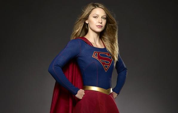 Картинка девушка, поза, фон, фантастика, прическа, костюм, сериал, комикс, DC Comics, TV Series, Supergirl, 2015, Melissa …