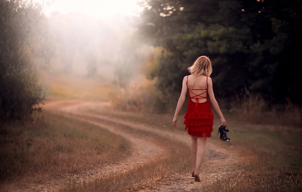Картинка дорога, поле, девушка, путь, в красном, босая