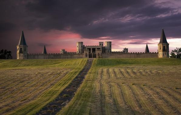 Картинка поле, небо, закат, тучи, замок, розовый, вечер, США, крепость