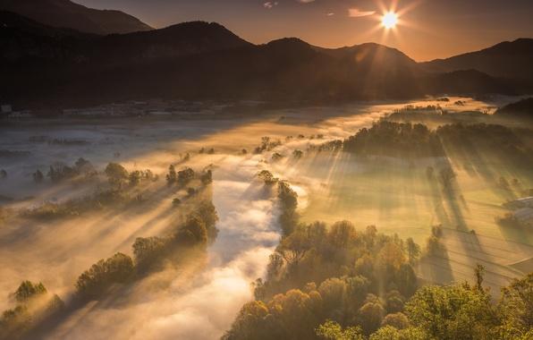 Картинка лучи, свет, горы, природа, туман, река, долина