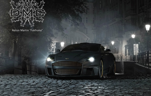Картинка ночь, надпись, Aston Martin, улица, тюнинг, DBS, брусчатка, фонарь, суперкар, герб, tuning, DMC, передок, Астон ...