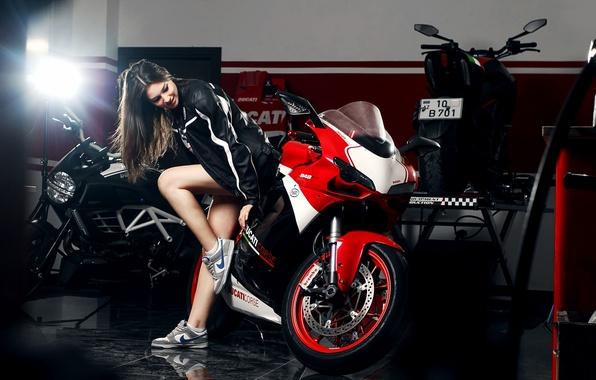 Картинка Girl, Red, Ducati, Legs, Front, Nike, Shoes, Motocycle, Nice, Ligth, Katharina