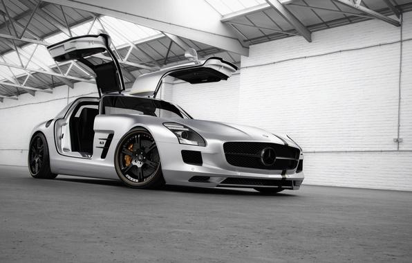 Картинка тюнинг, Mercedes-Benz, двери, серебристый, ангар, суперкар, мерседес, AMG, широкоформатные обои, SLS, tuning, Wheelsandmore, передок, амг, ...