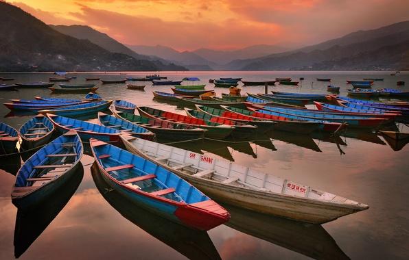 Картинка небо, горы, озеро, лодки, вечер