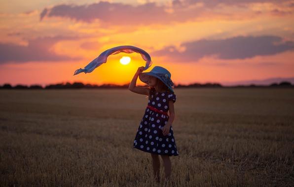 Картинка поле, закат, настроение, шляпа, платье, девочка, косынка, жнивьё